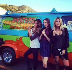 Shay Mitchell (Emily), Troian Bellisario (Spencer) and Ashley Benson (Hanna) begind the scenes of Pretty Little Liars. #PLL