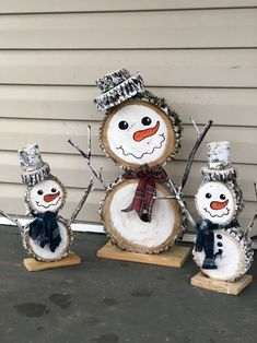 8 Cheap Things to Maximize a Small Bedroom Well hello there little cuties . 8 Cheap Things to Maximize a Small Bedroom Well hello there little cuties . Outside Christmas Decorations, Christmas Porch, Christmas Lights, Christmas Ornaments, Outdoor Decorations, Vintage Christmas, Christmas Bedroom, Rustic Christmas, Diy Crafts To Do