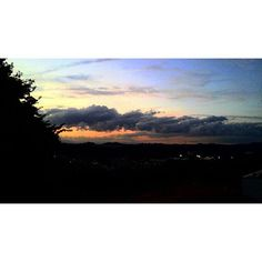 【nayu11】さんのInstagramをピンしています。 《やっぱりお山のてっぺんにある学校は窓から見える景色が綺麗ですなー♪  #夕焼け #日が沈む #日没 #sunset #太陽 #sun #雲 #森 #空 #景色 #雲の形 #素敵 #好き #木 #自然 #cloud #forest #sky #view #wonderful #beautiful #like #love #tree #followme #instagram #カラフル #colorful》