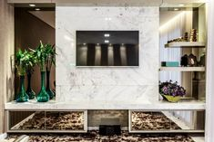 Resultado de imagem para painel para tv – Home theaters Living Room Tv Unit, Living Room Modern, Living Room Decor, Mirrors And Marble, Marble Wall, Tv Wall Decor, Modern Wall Decor, Painel Home, Tv Wanddekor
