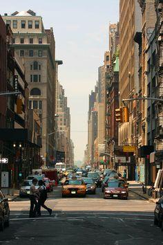30th_Street_at_5th_Avenue_-_Straße_in_New_York.jpg 2,592×3,888 pixels