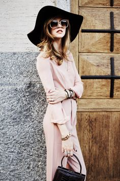 The Big hat, sunglasses, big handbag and soft linen material outfit just perfect
