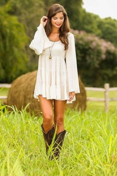 50 Summer Concert Outfit Ideas To Plan For The Festivals! - Country summer concert outfit idea Source by - Country Dresses With Boots, Robes Country, Country Western Dresses, Country Style Wedding Dresses, Country Girls Outfits, Wedding Country, White Country Dress, Cowgirl Dresses, Country Boots