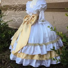 This is a beautiful dress, that can be worn on or off shoulders, it can be made in any color combination. Inspired on Mexican Charreadas and