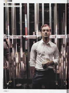 Jude Law. That pose.