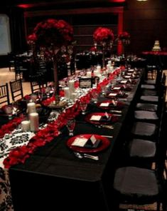 black and red table setting, black and red wedding decor reception, red flower arrangement, red flower centerpiece by pearlie Gothic Wedding Decorations, Wedding Themes, Wedding Centerpieces, Wedding Table, Wedding Colors, Centerpiece Ideas, Wedding Flowers, Decor Wedding, Gothic Wedding Ideas