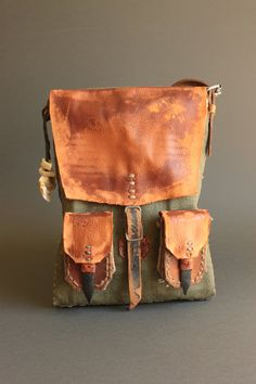 Unisex post apocalyptic messenger bag, handmade from scratch by Konrad Radziszewski from Time Vehicle now at our etsy… Leather Art, Leather Pouch, Canvas Leather, Leather Jewelry, Leather Backpack, Post Apocalyptic Fashion, Boho Bags, Hip Bag, Purses And Bags