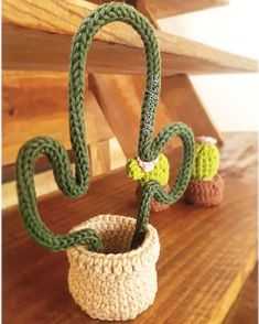 Tricotin: how to do it and 80 ideas of this creative decoration to help you to . : Tricotin: how to do it and 80 ideas of this creative decoration to help you to … Crochet Cactus, Crochet Flowers, Crochet Dolls, Crochet Yarn, Yarn Crafts, Diy And Crafts, Spool Knitting, Crochet Home Decor, Creative Decor