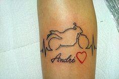 tatuaje de latidos de corazón y moto