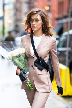 Bella Hadid arriving at the Carine Roitfeld Perfume Pop-Up in New York Bella Gigi Hadid, Bella Hadid Outfits, Bella Hadid Style, Classy Outfits, Beautiful Outfits, Beautiful Clothes, Img Models, Celebs, Celebrities