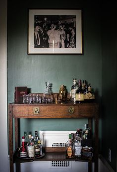 dark wood bar with dark green walls. / sfgirlbybay 'tis the season for serving festive cocktails and making cheery toasts but don't stress out if you haven't a bar cart! Bandeja Bar, Dark Green Walls, Dark Walls, Gold Bar Cart, Bar Cart Wood, Bar Cart Decor, Decoration Bedroom, Decor Room, Interior Decorating