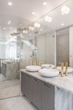 Narrow Bathroom, Grey Bathrooms, White Bathroom, Bathroom Interior, Modern Bathroom, Master Bathroom, Contemporary Bathrooms, Bad Inspiration, Bathroom Inspiration