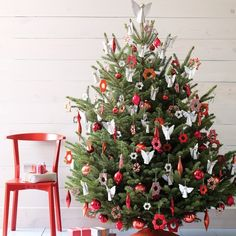 "25 Gorgeous Christmas Tree Decorating Ideas from Martha Stewart"" data-componentType=""MODAL_PIN Creative Christmas Trees, Christmas Tree Decorations, Christmas Tree Ornaments, White Ornaments, Diy Ornaments, Star Ornament, Cinnamon Ornaments, Button Ornaments, Noel Christmas"