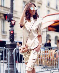 The coolest girl!  A hot trend absoluta dos metalizados sob olhar jovem e urbano da minha Fhits influencer carioquíssima @luizabsobral com conjunto em couro desejo @criscapoani pelas ruas de Paris  #FhitsParis #FhitsTeam #PFW