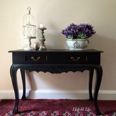 A black hall table, morning walks and spring flowers