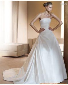2013 Neue traditionelle Brautmode aus Taft schulterfreies gerafftes Korsett und A-Linie Rock mit elganter Kapelleschleppe