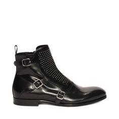 ALEXANDER MCQUEEN   Chaussures   Botte cloutée avec boucles Bottes  Cloutées, Bottes Homme, Chaussures 092c7388ccb1