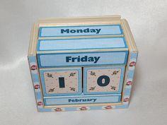 Resultado de imagen para calendario universal madera
