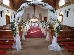 nog een boog another bow - Church Wedding Decorations Aisle, Wedding Columns, Church Wedding Ceremony, Pew Decorations, Wedding Centerpieces, Wedding Bouquets, Flower Centerpieces, Fall Wedding, Church Flowers