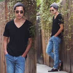 Get this look: http://lb.nu/look/6675034  More looks by Michael: http://lb.nu/mikemuellner  Items in this look:  Woodzee Lobo Sunglasses, American Apparel V Neck T Shirt   #street #woodzee #sunglasses #wooden #jeans