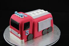 Fire Engine | A chocolate mud cake for little Max's 3rd birt… | Flickr Firefighter Birthday Cakes, Fireman Birthday, Fireman Party, Fire Engine Cake, Fireman Sam Cake, Fire Fighter Cake, Fire Cake, Chocolate Mud Cake, Modeling Chocolate