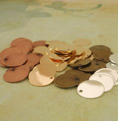 20 Plated Drops Discs Blanks - - Easy to Stamp - You PICK the Finish - Silver - Gold - Antique Silver - Antique Gold - Antique Copper Jewelry Findings, Diy Jewelry, Jewelry Making, Jewlery, Fashion Jewelry, Jewellery Box, Jewelry Accessories, Photo Gold, Thing 1
