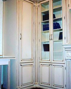 Мебельное ателье FEELWOODS. Белый шкаф из дуба