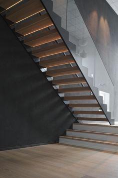 Gradon KIDE-mallissa ei ole näkyviä kiinnikkeitä, ja siinä on integroitu led-valaistus jokaisessa askelmassa. #habitare2015 #design #sisustus #messut #helsinki #messukeskus