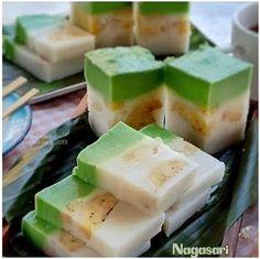Indonesian Desserts, Asian Desserts, Indonesian Food, Sweet Recipes, Snack Recipes, Dessert Recipes, Snacks, Puding Cake, Malaysian Dessert