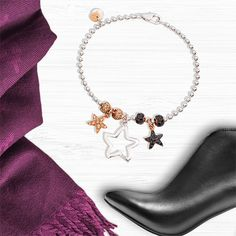 Hold your dreams tight with the Dodo charm Silhouette Star in silver. Match it to the Everyday bracelet.