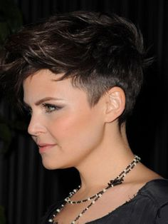 Gahhhh, this awesome pixie cut makes me want to chop all my hair off again... Maybe in a couple years...