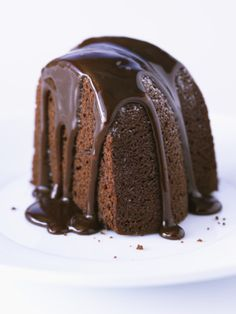 A delicious deep chocolate cake recipe with dark chocolate glaze. This cake is the perfect dessert for a chocolate lover. Chocolate Pound Cake, Decadent Chocolate Cake, Homemade Chocolate, Chocolate Chocolate, Chocolate Glaze Recipes, Chocolate Flavors, Coconut Dessert, Russian Cakes, Quick Cake