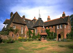 Red House, by Phillip Webb.  Red brick, designed after medieval domestic buildings. Arts and crafts movement. Was a communal project. No modern materials, meant to look more organic. Medieval look.