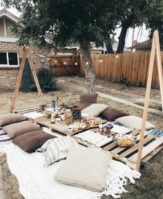 Picnic home - indoors or outdoors possible. Display with fairy lights a . - Picnic home – indoors or outdoors possible. Display with fairy lights as frame - Backyard Picnic, Backyard Landscaping, Landscaping Ideas, Indoor Picnic, Garden Picnic, Backyard Birthday, Florida Landscaping, Backyard Ponds, Outdoor Lounge