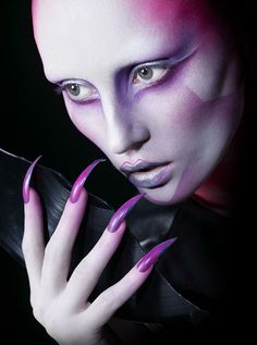 Love those nails. Real Techniques Powder Brush, Real Techniques Brushes, Beauty Makeup, Face Makeup, Alien Makeup, Fantasy Make Up, High Fashion Makeup, Make Up Art, Special Effects Makeup