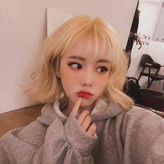 girl short hair on Korean Girl Cute, Korean Girl Ulzzang, Ulzzang Girl Fashion, Style Ulzzang, Ulzzang Short Hair, Couple Ulzzang, Cute Hairstyles For Short Hair, Girl Short Hair, Short Girls