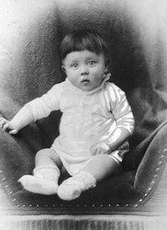 Blogger do Rhoney: Você Mataria Essa Criança ?Adolf Hitler-foto da i...