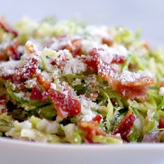 and Brussels Sprouts Salad This bacon and brussel sprout salad is so good! Thinly sliced brussel sprouts, crumbled bacon, Parmesan, almonds, and shallot citrus dressing. Sprouts Salad, Brussel Sprout Salad, Brussels Sprouts, Sprout Recipes, Vegetable Recipes, Clean Eating, Healthy Eating, Healthy Rice, Cooking Recipes