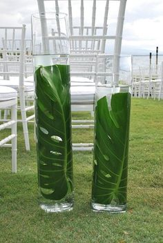Are you having your wedding in a tropical area? You need to choose the best tropical wedding flowers for your special day. They should withstand the heat and humidity to avoid withering before the day's events are completed. Tropical Home Decor, Tropical Party, Tropical Houses, Tropical Interior, Tropical Furniture, Estilo Floral, Images Of Summer, Decoration Evenementielle, Tropical Leaves
