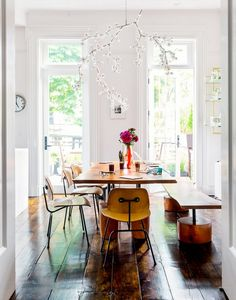 Dining room with mix & match furniture