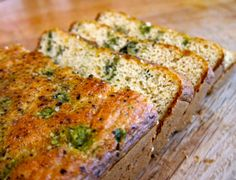 Paleo Cauliflower Pesto Bread #paleo #cauliflower