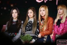 "Jennie Avenue on Twitter: ""170113 골든디스크 블랙핑크 젠추리챙 170113 GOLDEN DISK BLACKPINK  #BLACKPINK #블랙핑크 #JENNIE #제니 #JISOO #지수 #ROSE #로제 #LISA #리사 https://t.co/zkyv0o7YeN"""