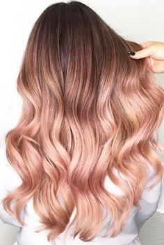 If you want to go with a very interesting and eye catchy idea of hair color in modern time, I will say about ombre hair color. color ombre Ombre Hair Color Ideas For Brunettes Gold Hair Colors, Hair Color Pink, Cool Hair Color, Blonde Color, Gold Colour, Hair Color For Dark Skin, Hair Color Balayage, Hair Highlights, Pink Bayalage