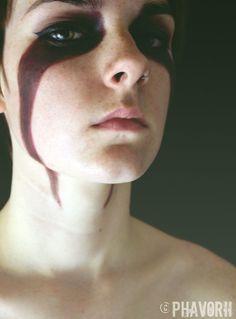 skyrim cosplay war paint<<<< now I want to Cosplay as my Skyrim char, Reythyne Redlis. This is her war paint Sfx Makeup, Costume Makeup, Makeup Art, Fairy Makeup, Mermaid Makeup, Skyrim Cosplay, Vikings Makeup, Krieger Make-up, Larp