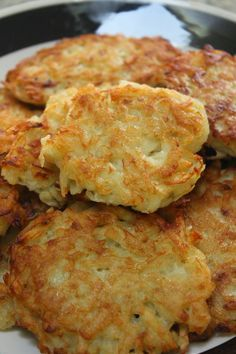 Kartoffelpuffer - German potato pancakes are a real treat and something Germans miss when they move away. Eating freshly made potato pancakes with applesauce in the out-of-doors at a weekly market or carneval is a wonderful way to do indulge, Potato Dishes, Vegetable Dishes, Food Dishes, German Potato Pancakes, Polish Potato Pancakes, German Potatoes, Vegetarian Recipes, Cooking Recipes, Good Food