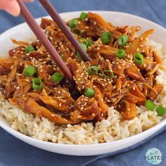 This healthy crock pot teriyaki chicken will make you think you are eating takeout! Less than minutes to prep. D the honey teriyaki sauce i Low Carb Crockpot Chicken, Crockpot Chicken Thighs, Stew Chicken Recipe, Chicken Meal Prep, Teriyaki Chicken Slow Cooker, Dinner Crockpot, Slow Cooker Huhn, Slow Cooker Recipes, Crockpot Recipes