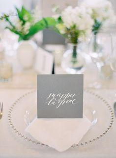Un joli mariage rustique chic aujourd'hui sur le blog. Un joli jour magnifique, délicat et romantique où les matières douces s'associent à d'autres plus brutes pour un résultat des plus jolis!