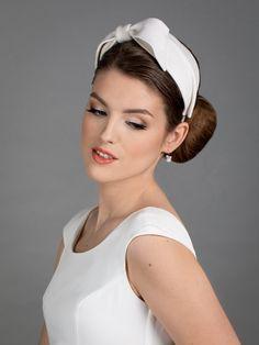 Simple and elegant white bridal headpiece_New design for 2020-2021 Wedding Fascinators, Wedding Hats, Bridal Headpieces, Bobby, Wedding Reception Planning, Thin Headbands, Face Veil, Civil Ceremony, White Bridal