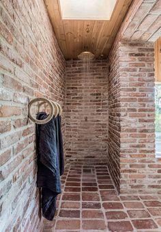 Raw shower cabin with a large brass shower head and minimalistic decor. Luxury Master Bathrooms, Bathroom Design Luxury, Dream Bathrooms, Amazing Bathrooms, Luxurious Bathrooms, Brick Bathroom, Modern Bathroom, Shower Head Reviews, Dream Shower