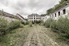 Onze fotograaf bezoekt deze week elke dag een vakantie- of vrijetijdsbestemming in België waar u niet meer heen kunt. Vandaag: vakantiekolonie Chateau Marteau Longe in Arbre, bij Profondeville.